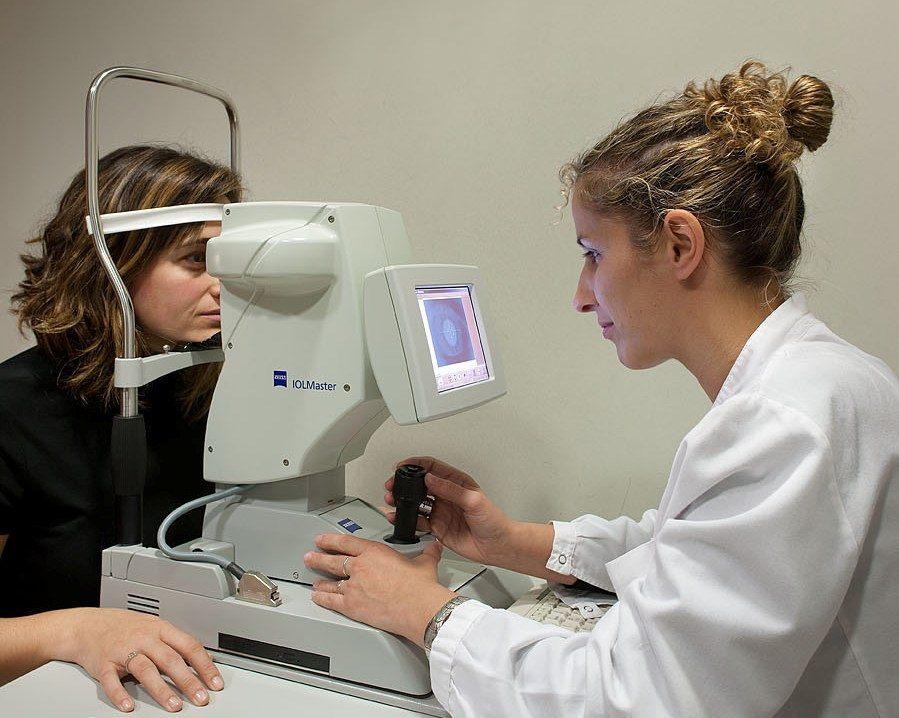 قياس البصر المجهري البيومتري – IOL Master