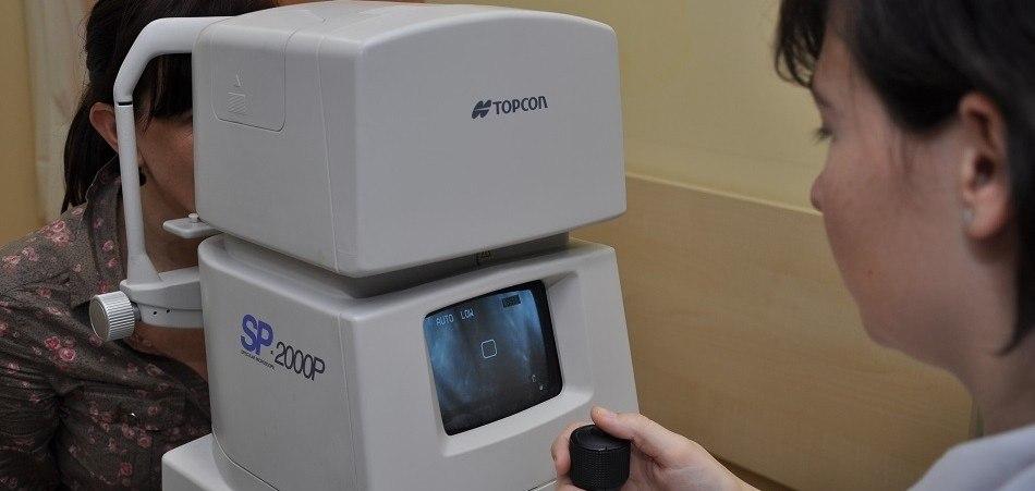 مجهر البراق  لقياس عدد الخلايا المبطنة للقرنية