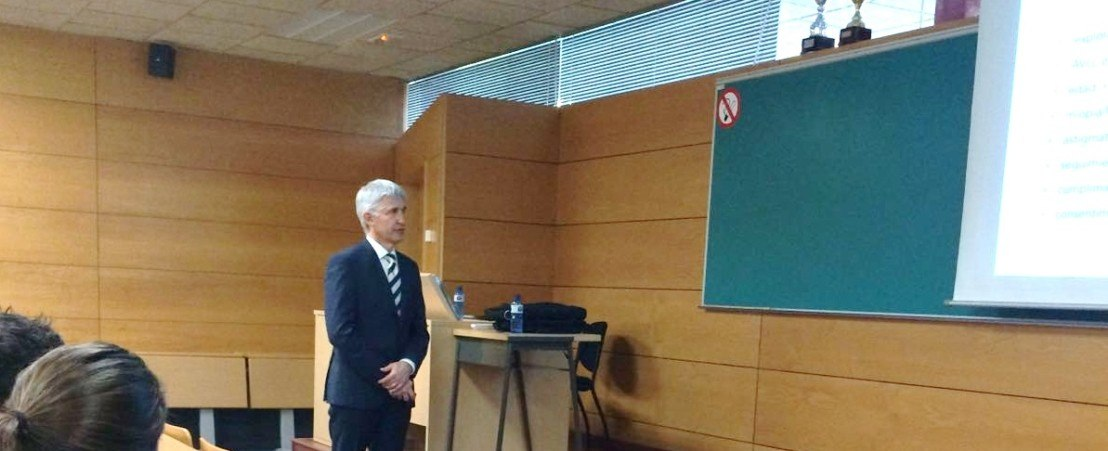 Dr Duch presents his doctoral thesis defence awarded with cum laude honours