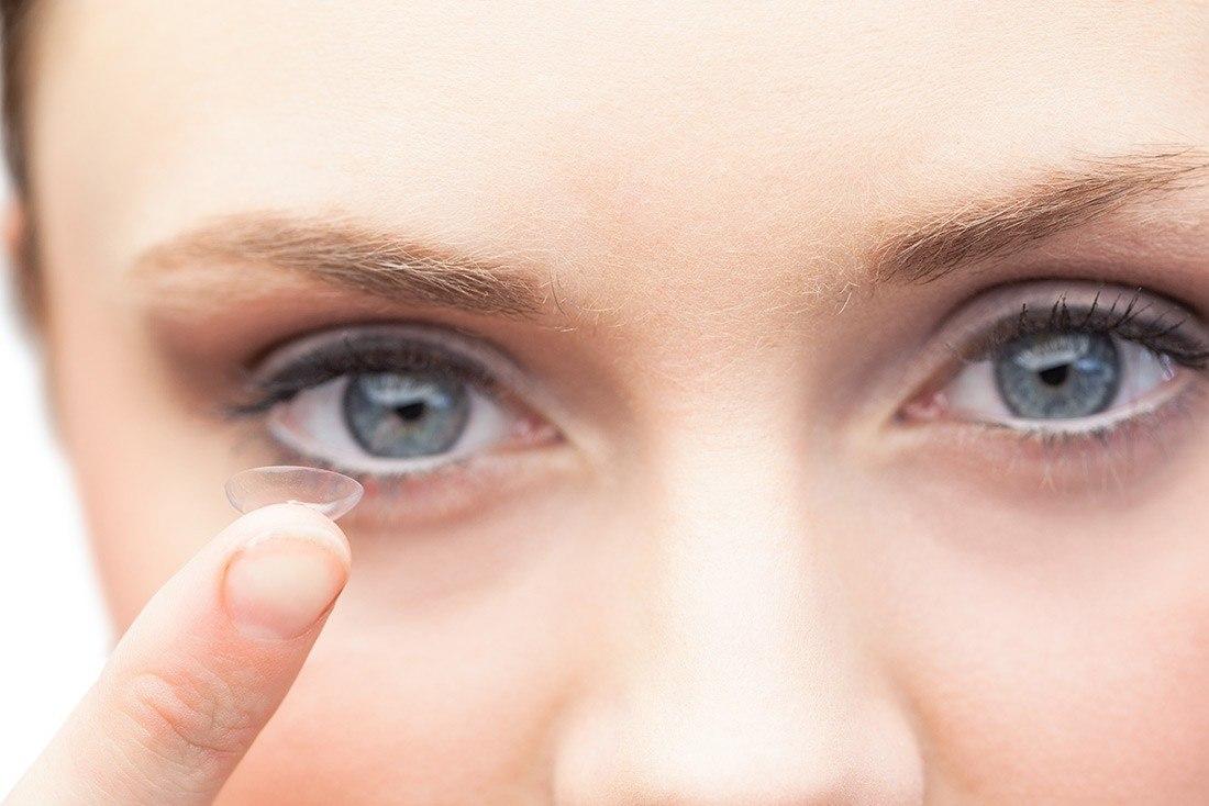 Les lentilles de contact, l'allié parfait pendant l'été ?