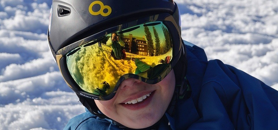 Eye health tips for winter sports practice
