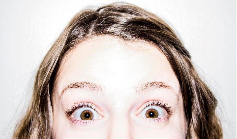 ¿Por qué la mayoría de personas tienen los ojos de color marrón?