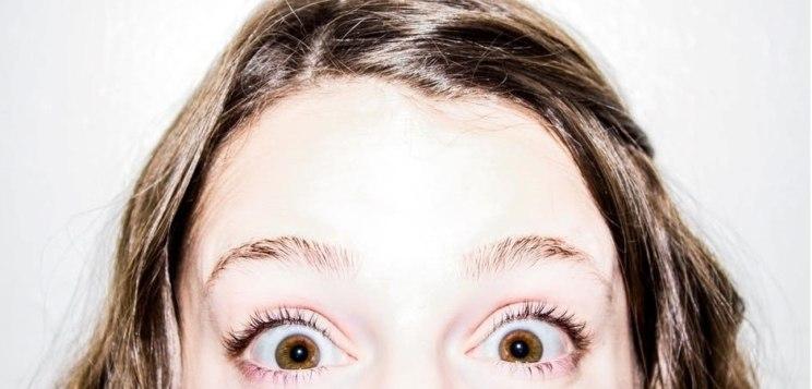 ulls de color marró