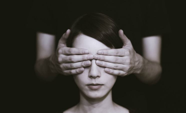 Què és la migranya amb símptomes visuals?