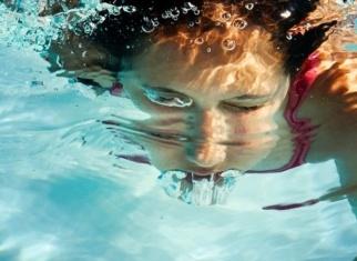 Cuida els teus ulls a la piscina