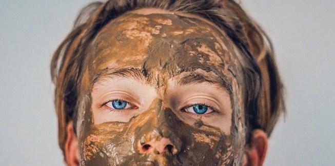 Les microsphères des produits cosmétiques peuvent provoquer des  égratignures oculaires provoquer des