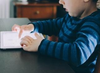 Uso de pantallas por niños