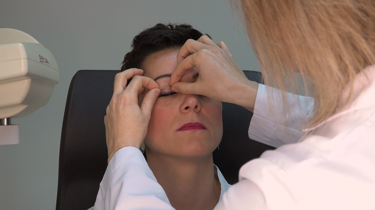 Why should you choose an oculoplastic surgeon?