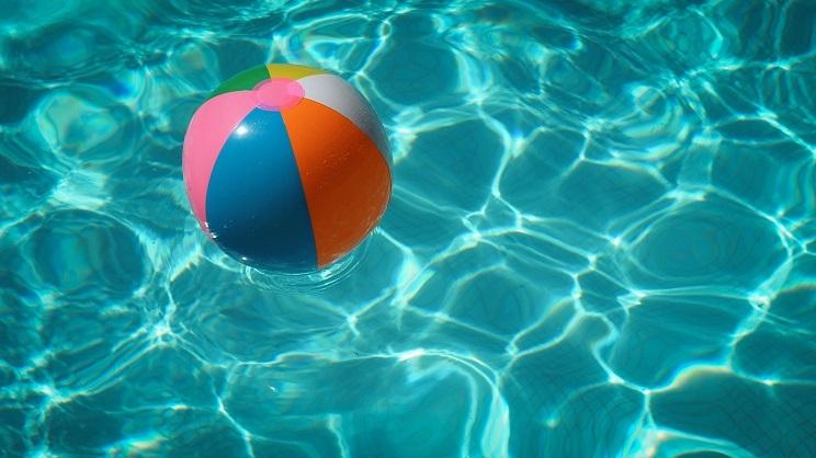 La station de radio COPE  interview le Dr Gatell sur les risques oculaires liés à la baignade en mer ou dans la piscine