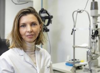 La Dra. Dyrda en su consulta