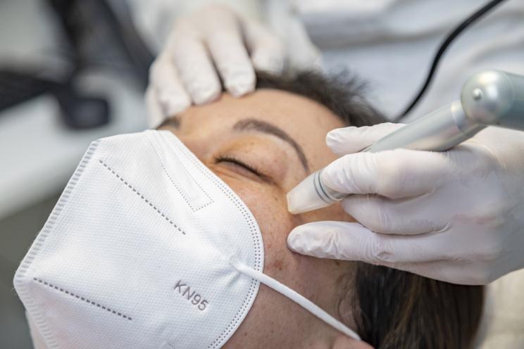 Micropunciones - Tratamiento estética ocular y facial en ICR